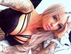 gorgeous inked hottie with a nice pair of boobies #gorgeous #hot #sexy #bigboobs