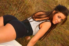 gorgeous brunette looking amazingly sexy in her sports outift #gorgeous #brunette #sexy #sporty